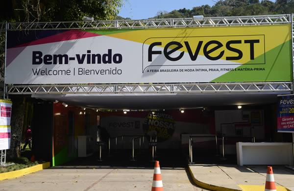 Fevest Nova Friburgo feira de moda intima praia fitness