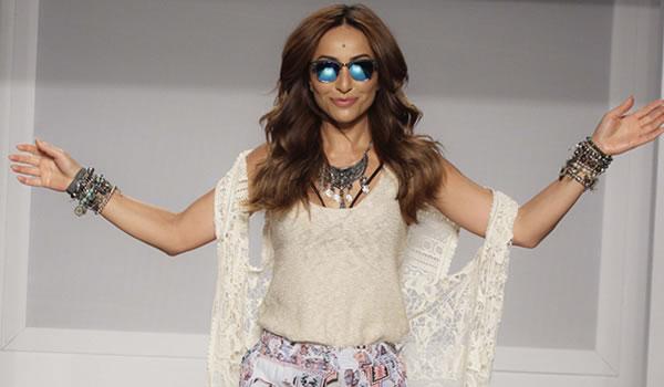 Sabrina Sato desfila Oportunidades do Mega Polo Moda