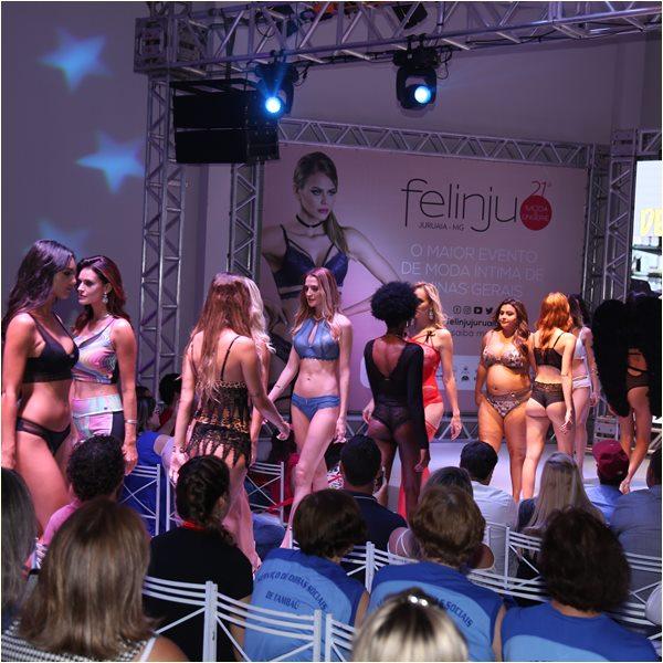 Desfile na Felinju - Feira de Moda Intima em Juruaia