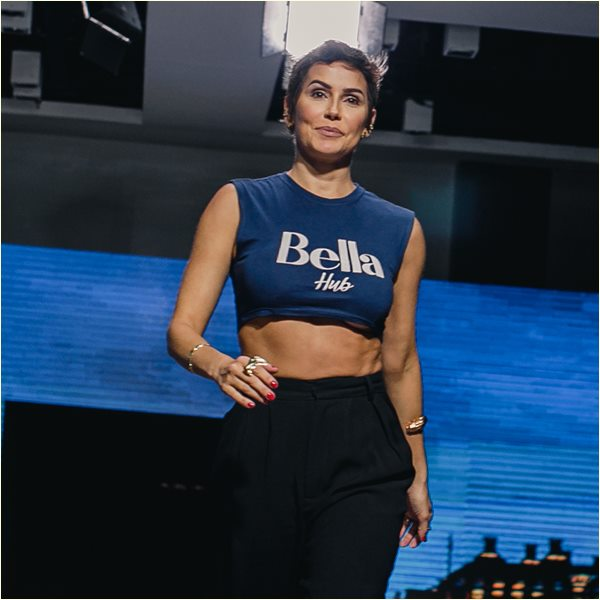 Atriz Deborah Secco Bella Fashion Tour Porto Alegre